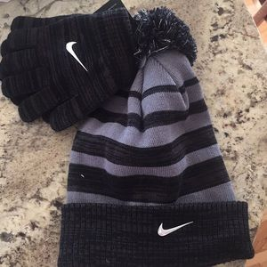 NWT Nike boys 2 piece set gloves and hat